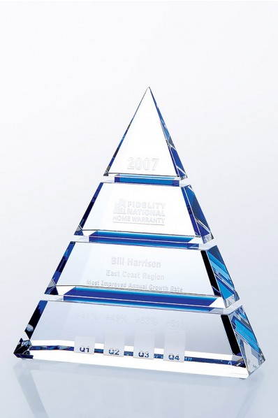"""Die Skulptur """"Pyramide"""""""