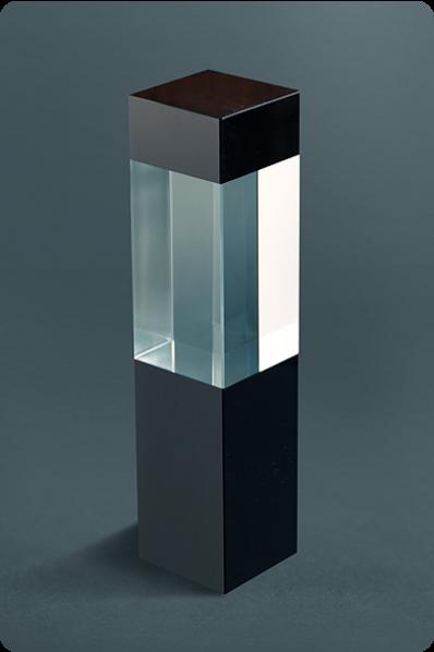 Quader mit schwarzem Glas